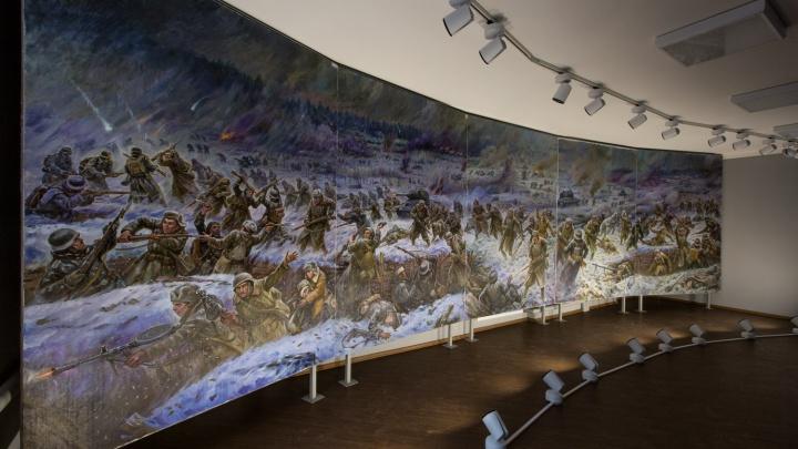 92-летний новосибирец написал огромную картину для 100-квартирного дома