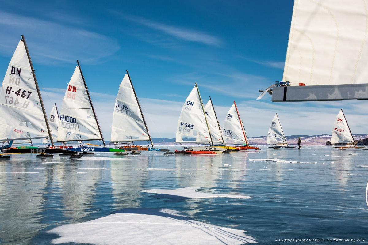 Новосибирцы взяли призы на зрелищных гонках по льду на Байкале (фото)