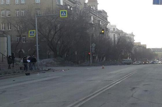 По предварительным данным ГИБДД, женщина переходила дорогу на красный свет