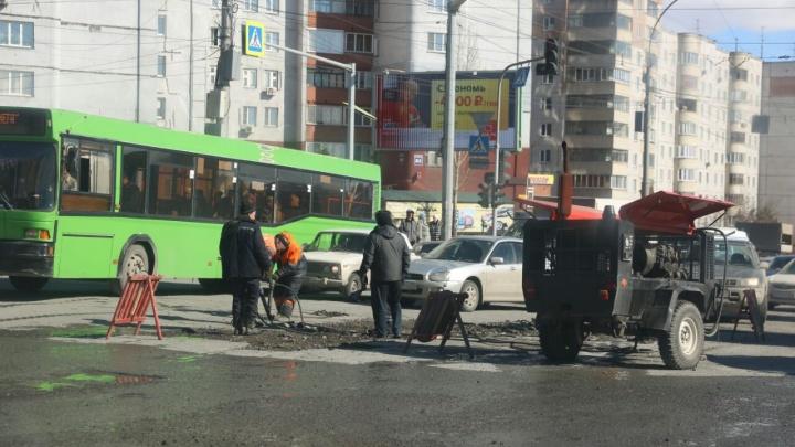 Улица Ватутина намертво встала во время дорожных работ