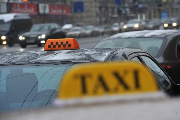 Власти ищут службу такси, которая будет возить сотрудников департамента земельных и имущественных отношений в командировки<br>