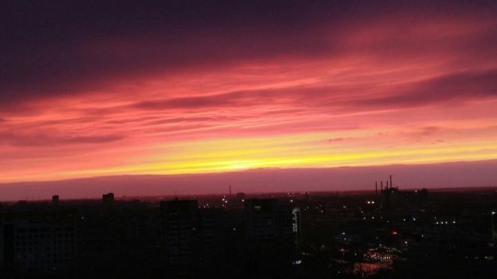 Новосибирцев восхитил живописный огненный закат