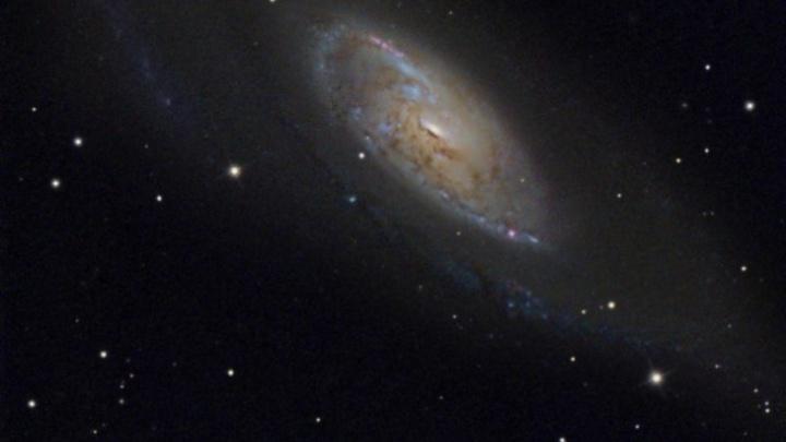Новосибирец снял необычную спиральную галактику