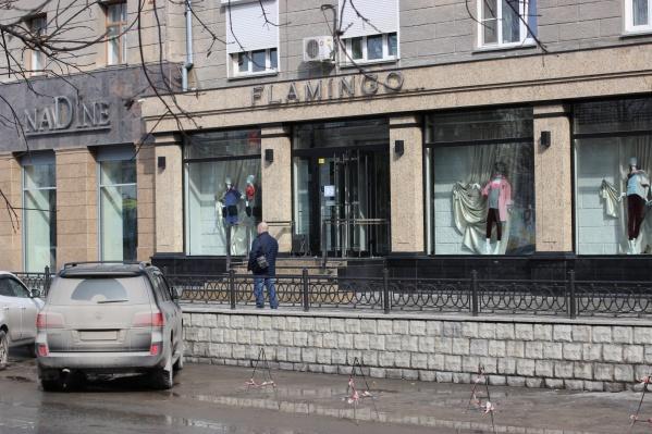 Парковка возле элитных бутиков на перекрестке ул. Советская и Фрунзе привлекает внимание общественников не впервые
