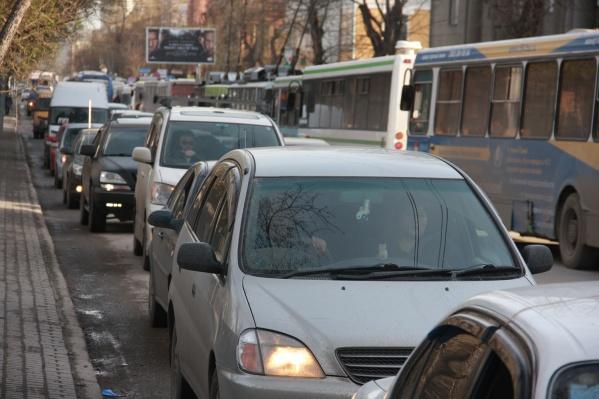 Вместе с отключением света сломались светофоры и встали троллейбусы с трамваями