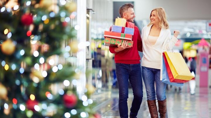 Новосибирцы выбирают новогодние подарки стоя в пробке