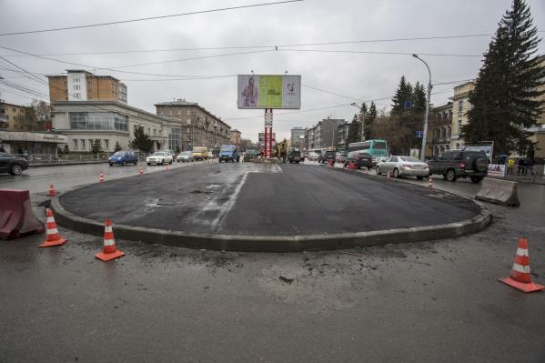 Новый островок безопасности на перекрестке Красного проспекта и ул. Гоголя<br>