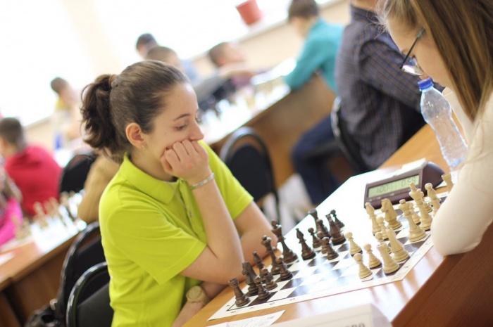 Новосибирская юная шахматистка Екатерина Мирошник обыграла в быстрые шахматы все 92 соперницы в своей группе