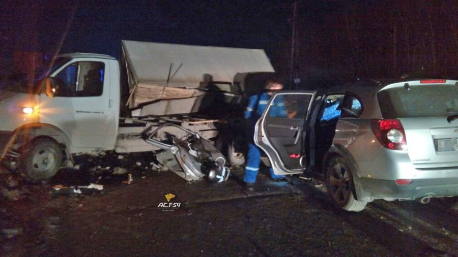 ВНовосибирске после столкновения синомаркой «Газель» насмерть сбила пешехода