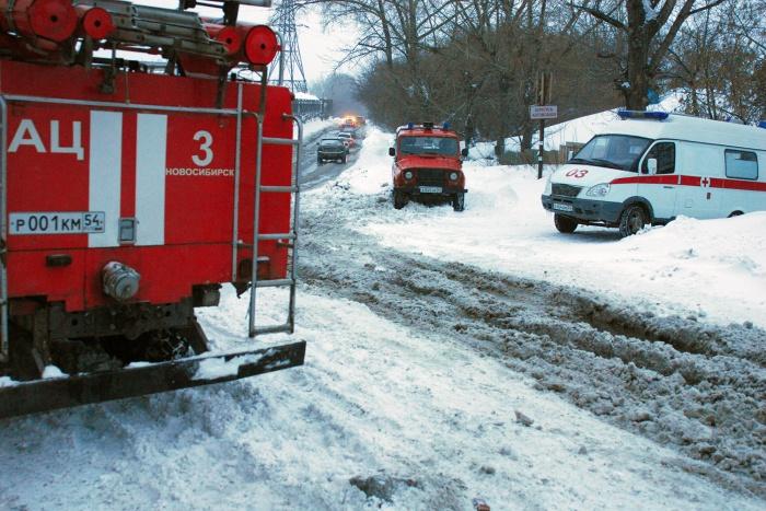 Пожарные не могли проехать к дому на ул. Сургутской из-за нечищенной дороги