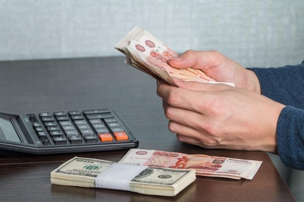 Самая большая средняя зарплата — у жителей Красноярского края, а самая маленькая — в Алтайском крае