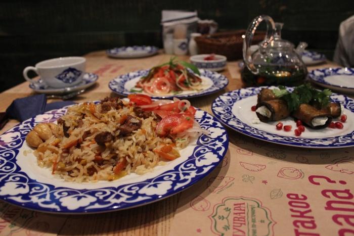 Кухня «Чучвары» представляет собой смесь среднеазиатской и кавказской кухонь
