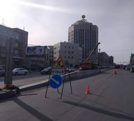 Новый бетонный разделитель на Октябрьской магистрали