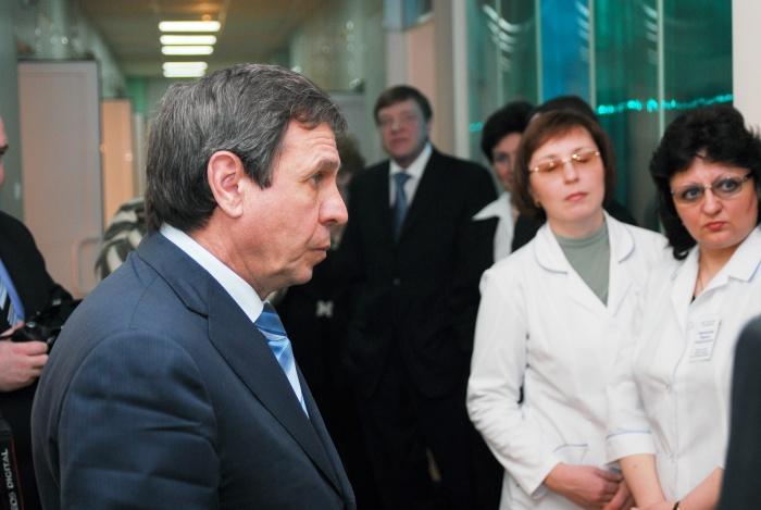 Владимир Городецкий похвалил новосибирских медиков за работу, но упрекнул их в цинизме