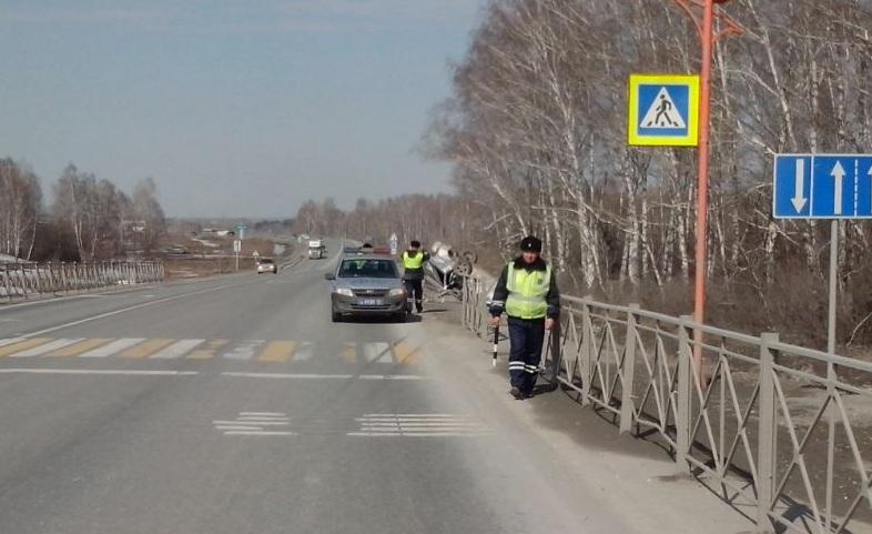 Под Новосибирском ВАЗ вылетел вкювет— умер шофёр
