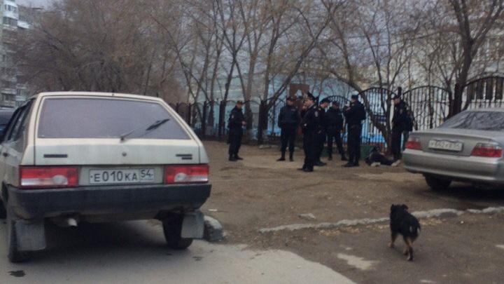 Новосибирец с ножом устроил погоню за детьми на школьном дворе
