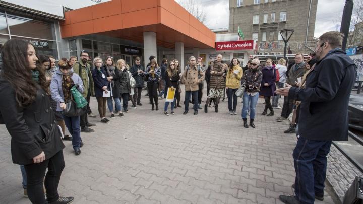 По улице Ленина начали водить пешеходные экскурсии