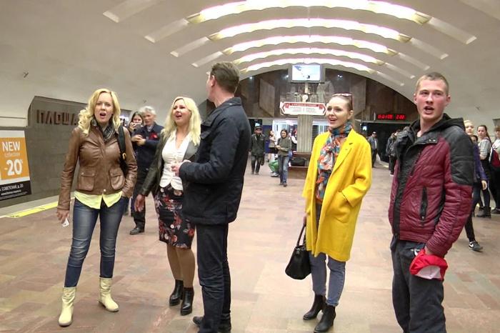 Новосибирцы хором спели в метро песню «И вновь продолжается бой»