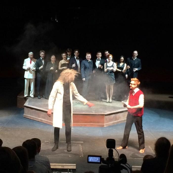 Новосибирцы стали актерами театров на один день и попытались найти радость (видео)
