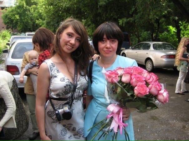 Наталья Швецова (справа) попала в больницу в возрасте 49 лет, до этого она работала учителем математики и оператором в медучреждении. На фото — с дочерью Ольгой Швецовой
