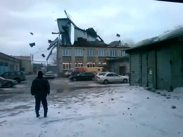 В Новосибирске все еще опасно находиться на улице
