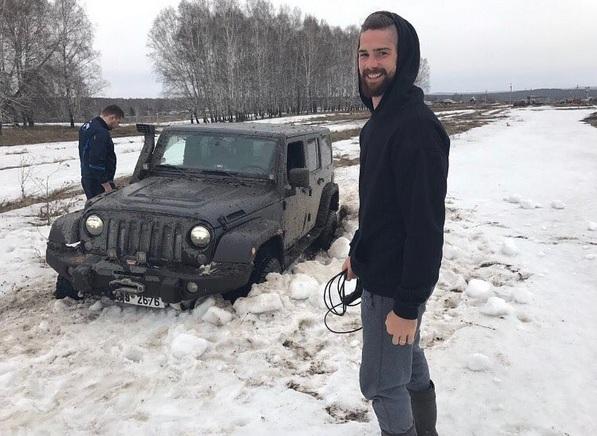 Александр Салак увяз под Новосибирском в снегу