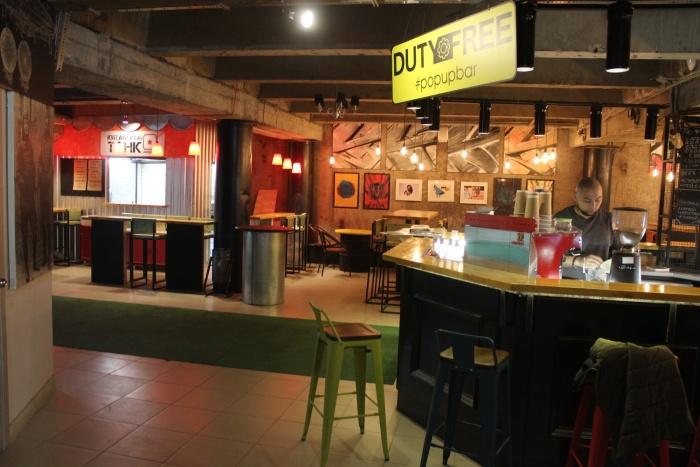 В баре фуд-корта пока можно выпить только кофе и лимонада