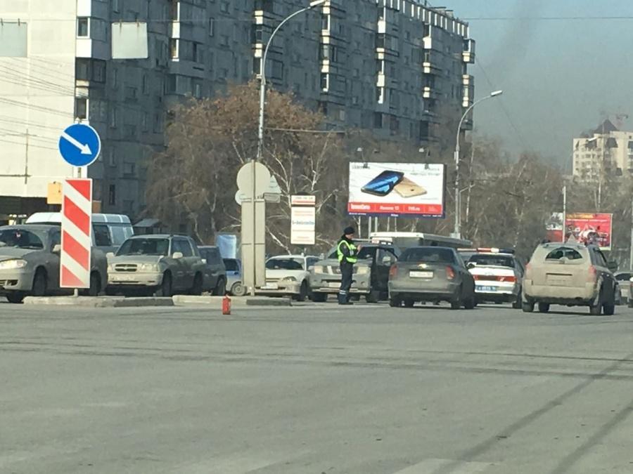 Школьница попала вреанимацию, угодив под колеса иномарки вНовосибирске
