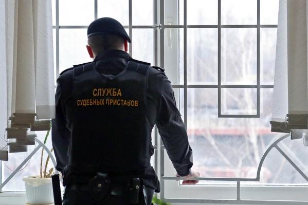 У жительницы Новосибирска несколько дней назад списали долг 4-летней давности и заблокировали все счета<br>