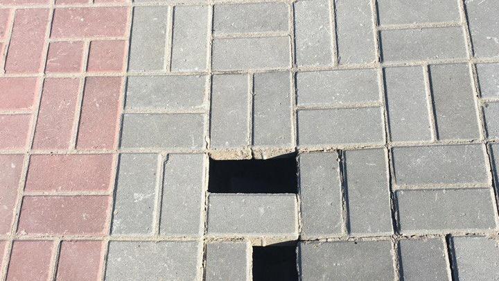 В парке «Городское начало» провалилась плитка