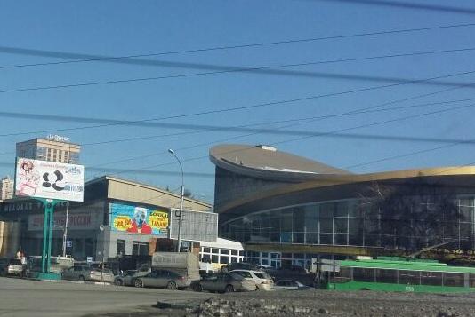 Новосибирцы встали в пробку из-за бесплатного «Мерседеса»(обновлено)