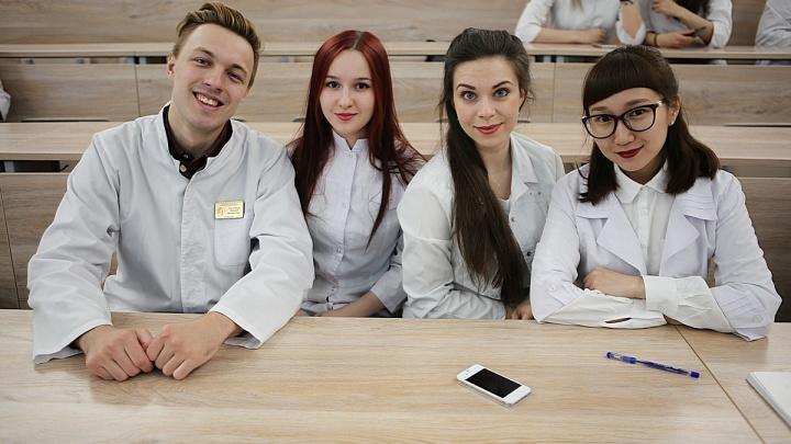 Сотня красивых врачей превратилась в «докторов Хаусов» в Новосибирске