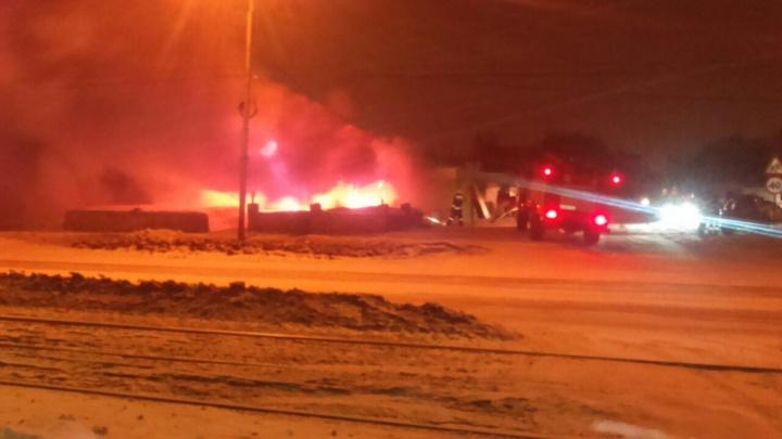 Пожар в продуктовом магазине вспыхнул на улице Титова