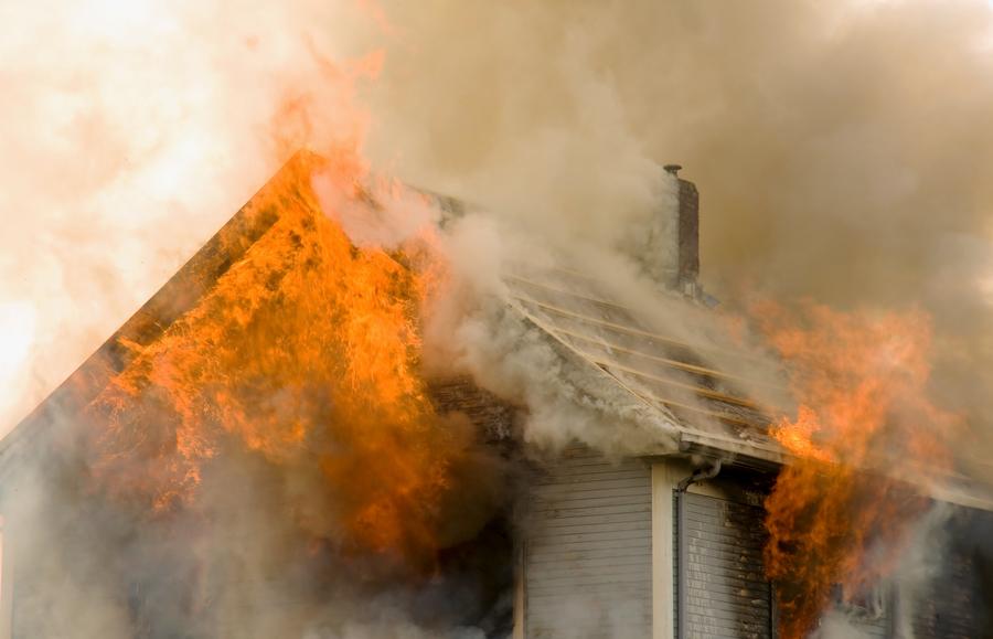 ВНовосибирске женщина вывела изгорящего дома четверых детей