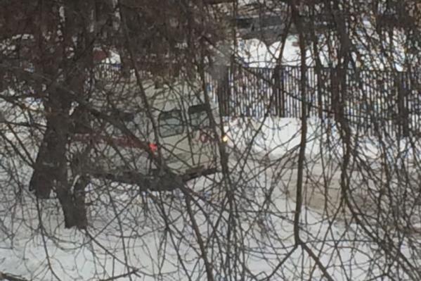 Читатель утверждает, что машина застряла из-за нечищеной дороги