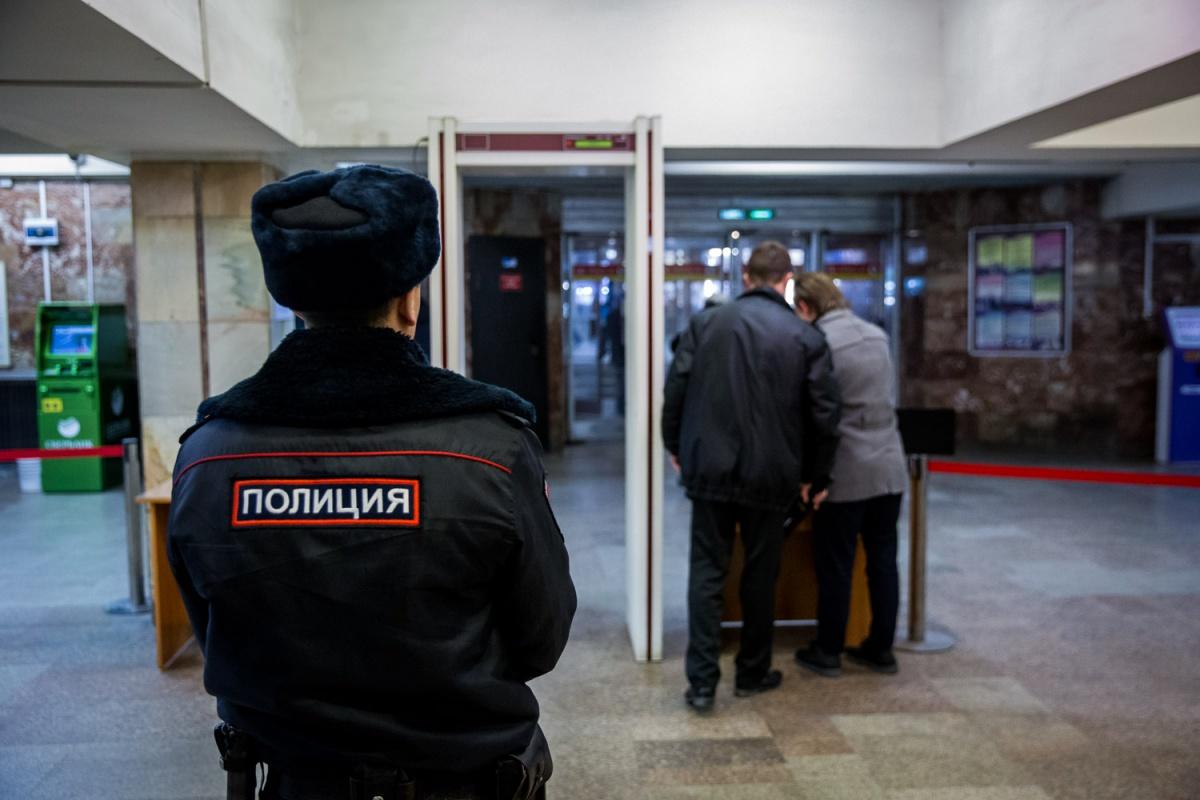 Полицейские каждый час проводят обходы в новосибирском метро