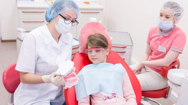 Стоматологическое обследование за полцены можно пройти в клинике «Яблоко»