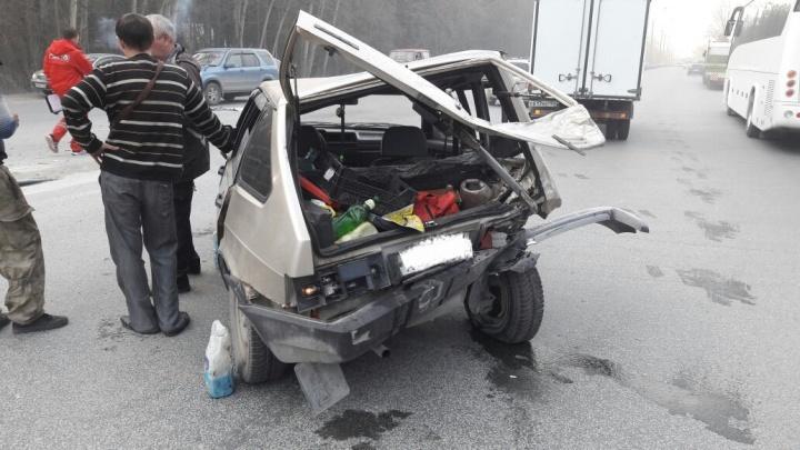 «Ленд Крузер» разнес половину «Лады» на Бердском шоссе