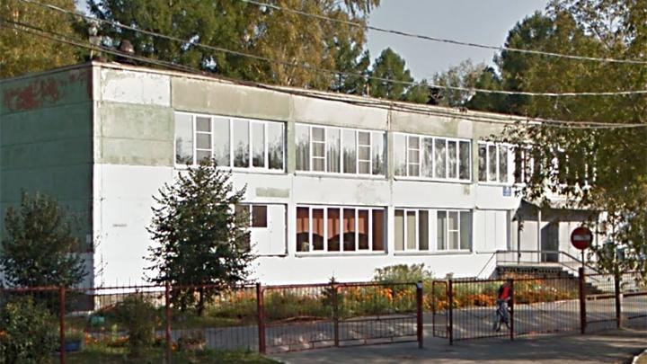 Власти передумали вводить третью смену в школе на окраине Новосибирска