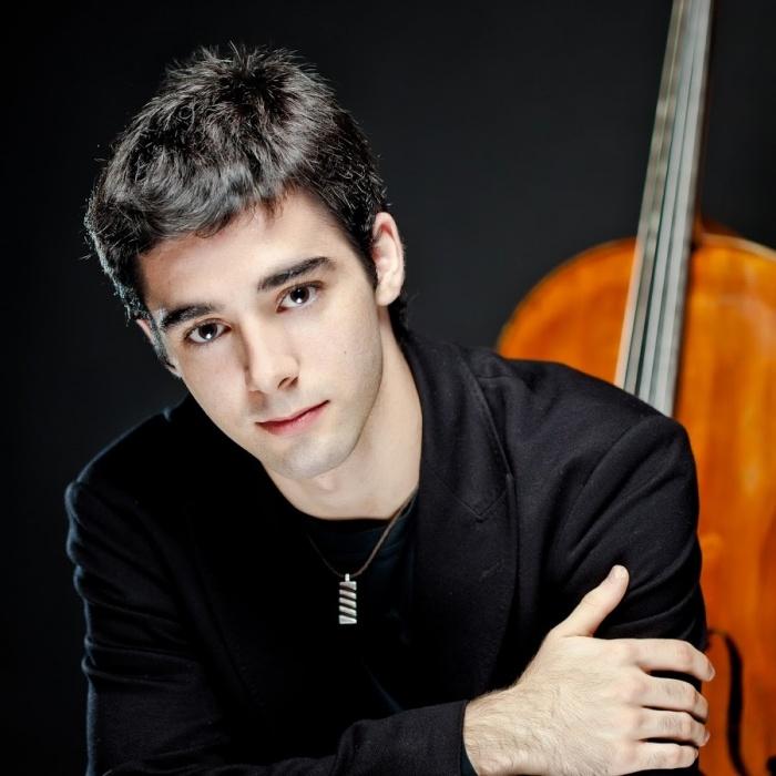 Харизматичный испанец сыграет в филармонии на 321-летней виолончели Страдивари