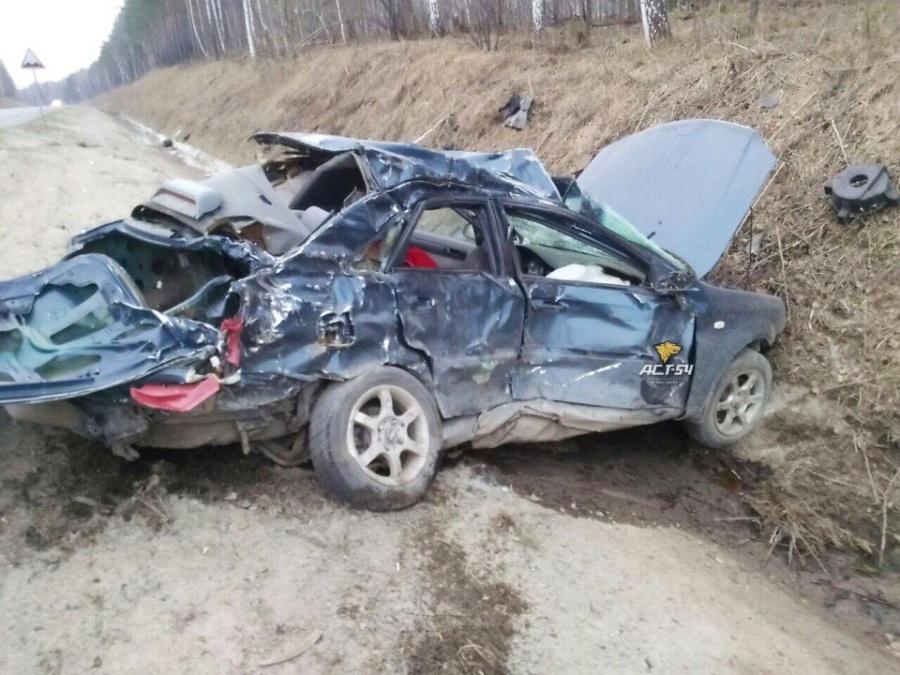Под Новосибирском влобовом ДТП сфурой умер человек