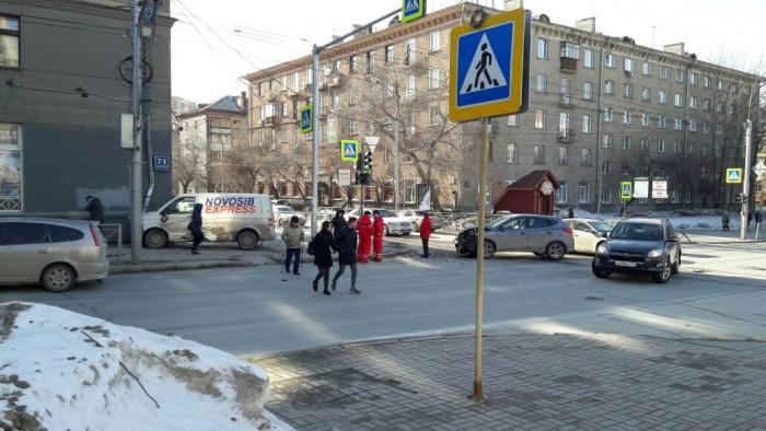 Перекресток Красного проспекта и ул. Достоевского