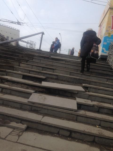 Лестница на «Речном вокзале» начала разрушаться после таяния снега