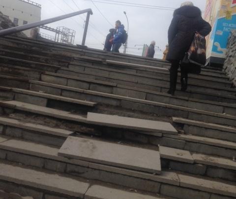 C лестницы у метро «Речной вокзал» отвалились ступени