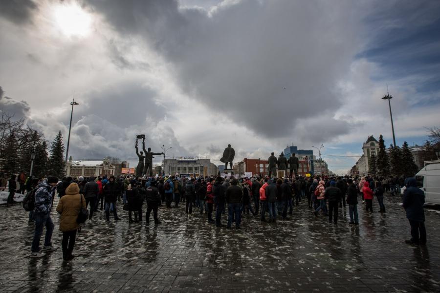 ВНовосибирске 500 человек требуют освободить задержанных наакциях против коррупции