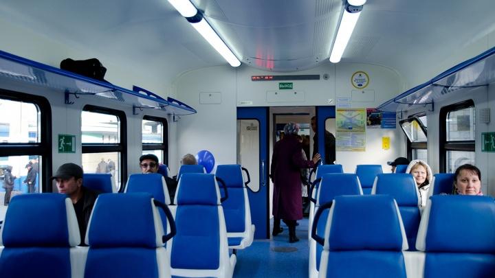 «Экспресс-пригород» запустил в поездах безналичную оплату проезда