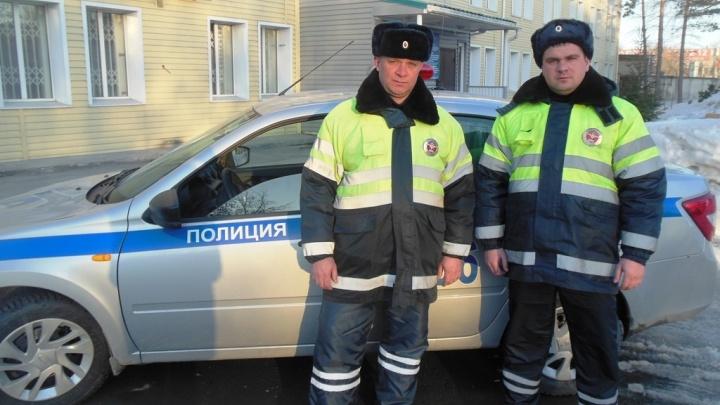 Замерзающего на новосибирской улице водителя спасли благодаря звонку из Твери