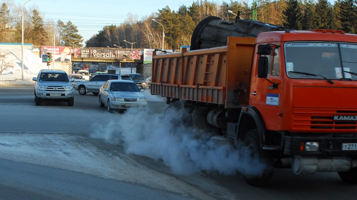 Большегрузам на месяц запретили ездить по Новосибирску