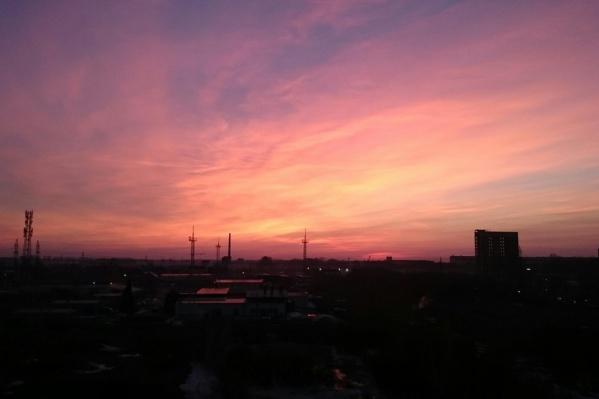 Такой закат можно было увидеть в Кировском районе