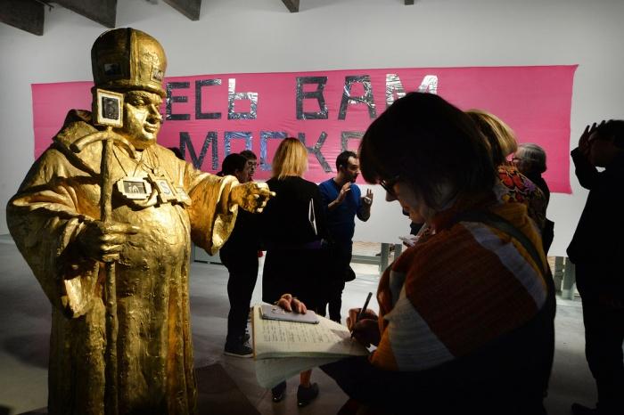 Лозунг одной из «Монстраций» «Здесь вам не Москва» можно назвать одним из главных лозунгов всей выставки, считает Евгений Иванов